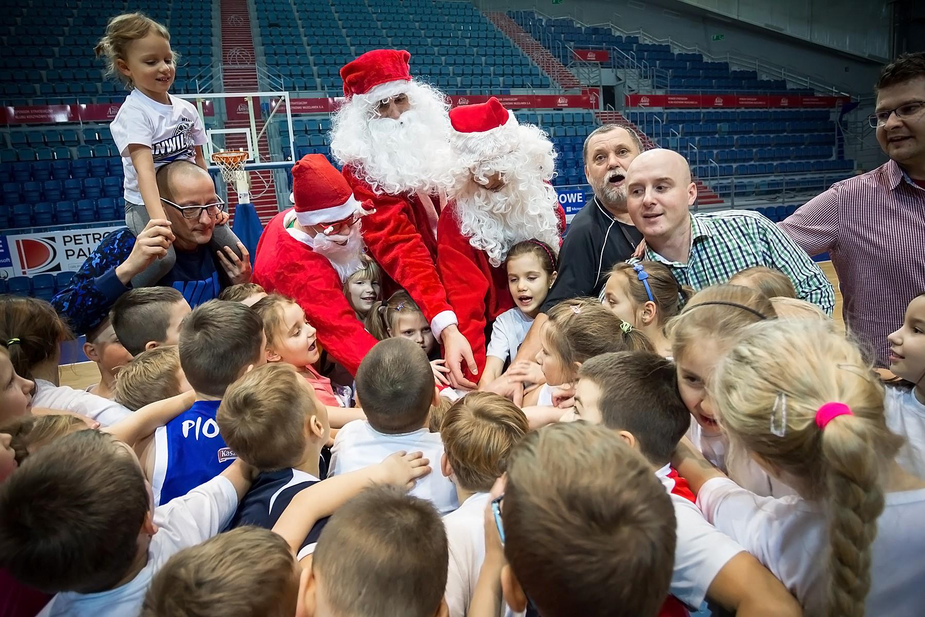 Koszykarscy Święci Mikołajowie