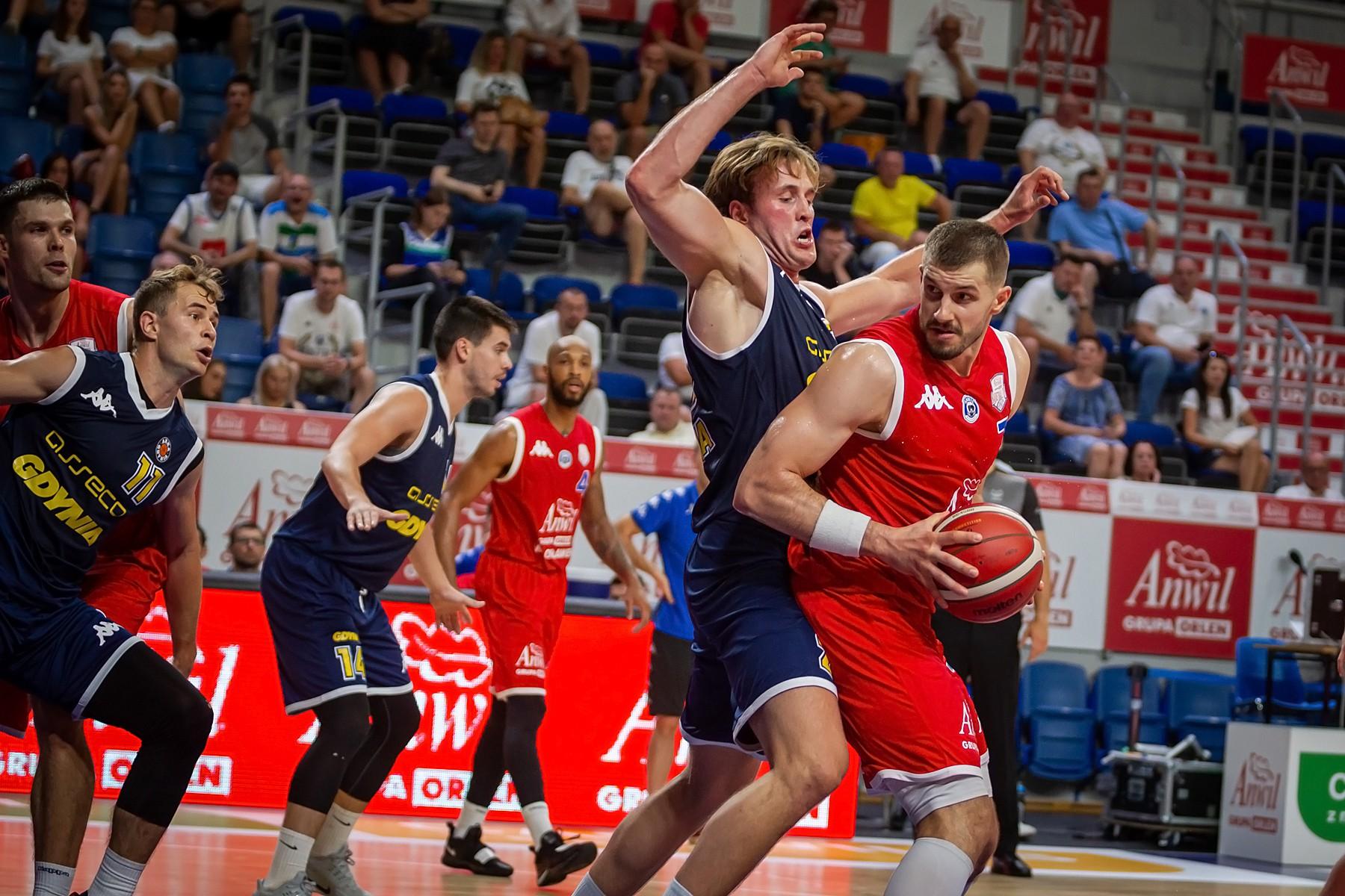 Goście lepsi na otwarcie ANWIL Basketball Cup 2020